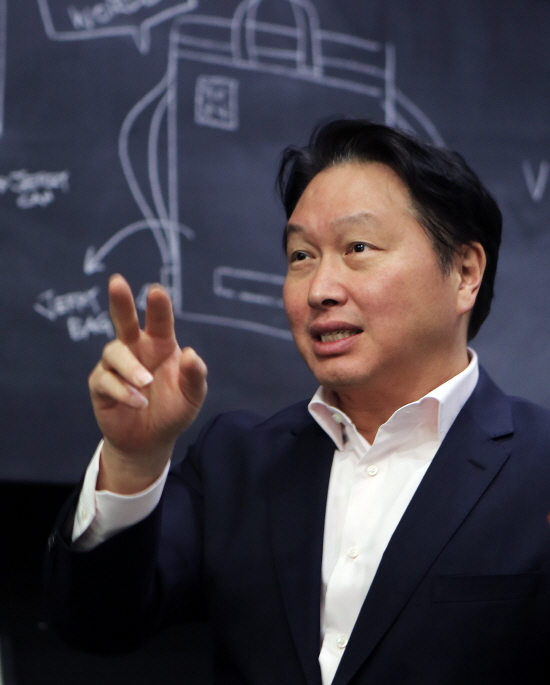 재계 총수들 경제단체장으로 활발히 뛴다…재계 구심 역할 기대