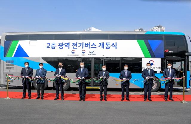 현대차, 이층 전기버스 1호차 전달